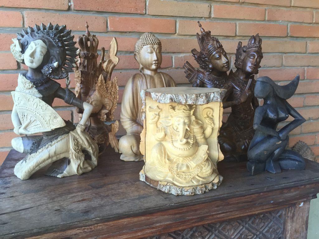 SCULPTURI BALINEZE ÎN LEMN  concediu în Bali