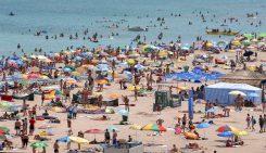 Aproape o treime dintre hotelurile de pe litoralul românesc vor fi deschise de Paşte şi de 1 Mai, cele mai căutate staţiuni fiind Mamaia, Vama Veche şi Eforie Nord. sezonul estival 2017 vacanța de weekend