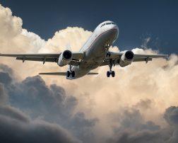 Cursele aeriene regulate directe din România spre Austria vor fi suspendate de mâine, a anunțat Ministerul Afacerilor Externe (MAE).