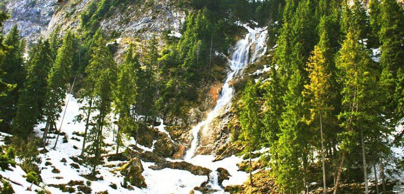 Cascada Cailor – legenda celei mai frumoase căderi de apă din România