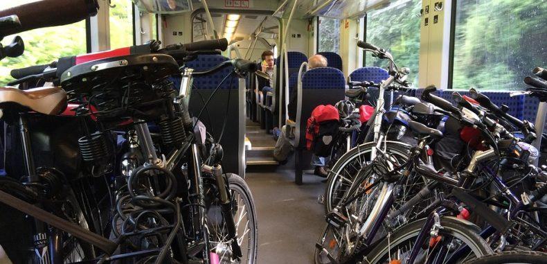 CFR Călători face special un vagon pentru biciclete și schiuri