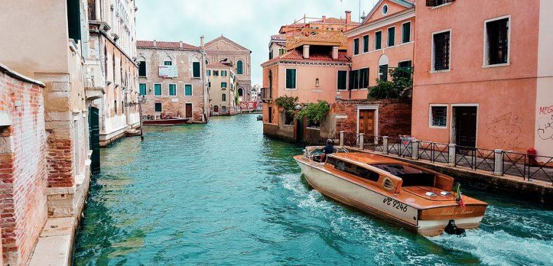 Agențiile de turism din România nu mai vând pachete turistice pentru Italia