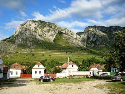 satul românesc vii turist și pleci prieten