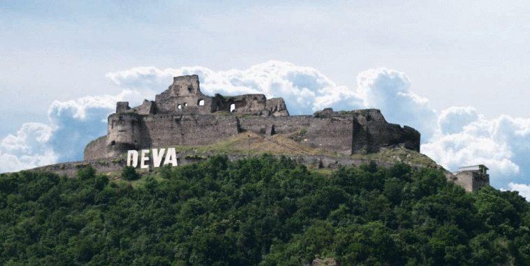 Telecabina care urcă pe Dealul Cetăţii Deva, oprită