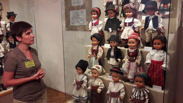 Muzeul în care mai găsești singurele păpuși Barbie românești