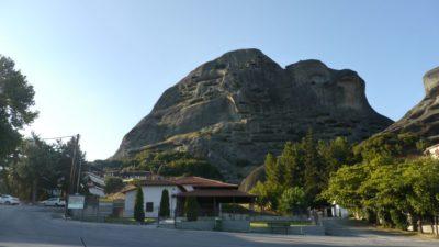 meteora orasul manastirilor dintre nori