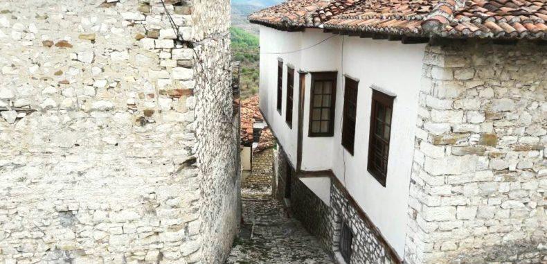 Berat, orașul celor 1000 de ferestre. Cetatea locuită de peste 2.500 de ani (VIDEO – FOTO)