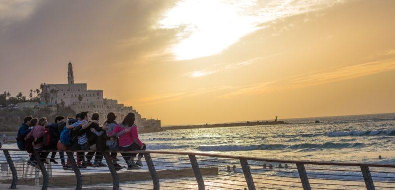 Călătorie low cost în jurul lumii cu puțin peste 1.000 euro, în 25 de zile