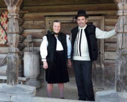 casa veche de 400 de ani familia ples din ieud (2)