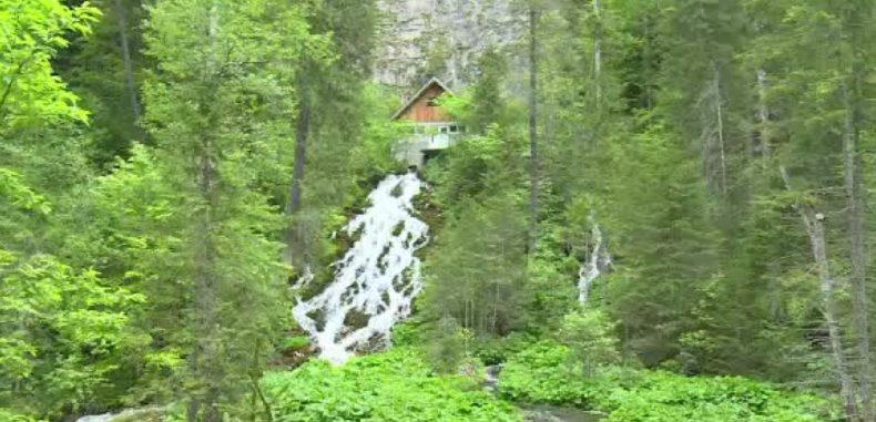 Cascada 7 izvoare, apa curgătoare cu proprietăți magice