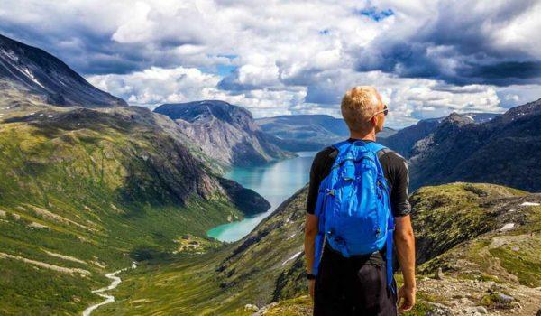 5 lucruri care să nu îți lipsească din rucsac cand urci pe munte