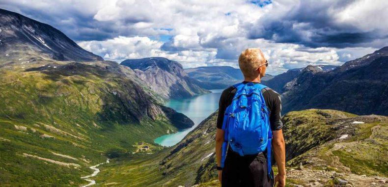 5 articole care nu trebuie să îți lipsească din rucsac când pleci la munte