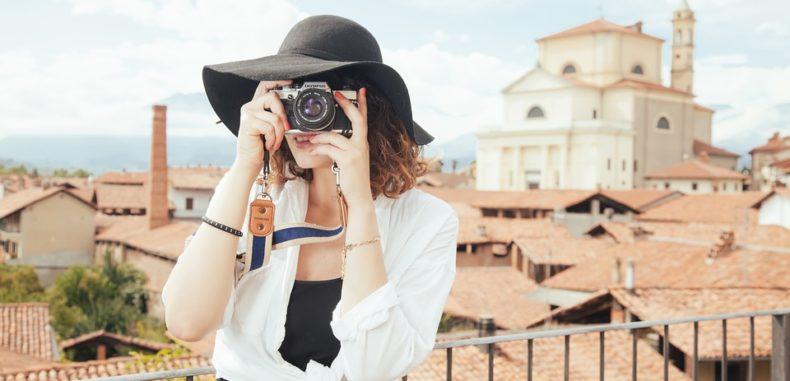 Ghid de bun simț al românilor în călătorii