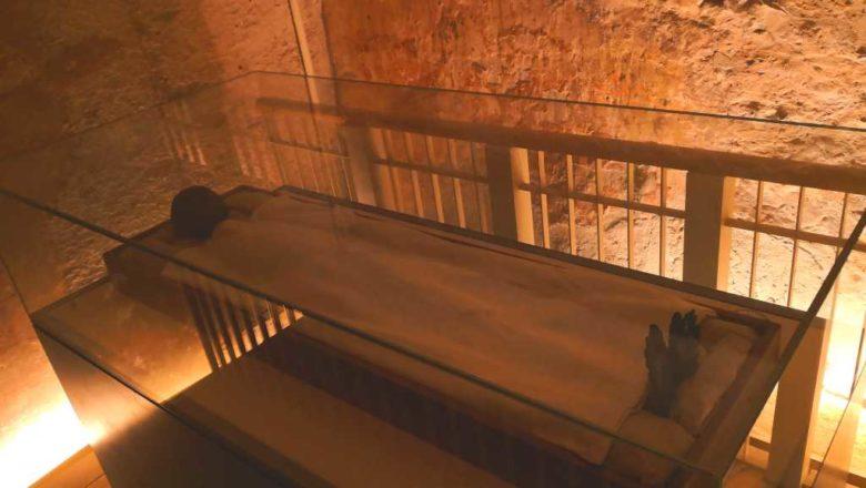 excursie la Valea Regilor, mormântul lui tutankhamon, mumia lui tutankhamon, sarcofagul lui tutankhamon, mormântul lui ramses (7) vacanță în egipt egipt destinație însorită 365 de zile concediu in hurghada preț vacanță egipt safari in hurghada vacanță sharm el sheikh (17)