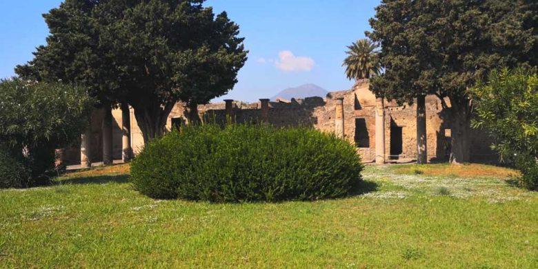 Pompei, o vizită în orașul de sub vulcanul Vezuviu