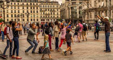 Cum reacționează românii când se întâlnesc în călătorii cu alți români