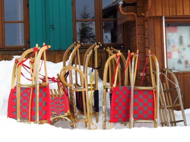 Pârtia de săniuş din Poiana Braşov se deschide de 1 Decembrie. Aceasta se află labaza pârtiei Bradul.