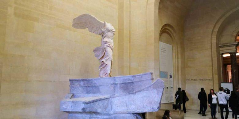 muzeul luvru paris