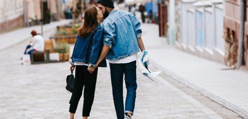 Romanță de vacanță. Câți tineri români se îndrăgostesc în vacanțe