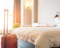 Serviciile hoteliere de slaba calitate din Romania au dus, in ultimii ani la crearea si dezvoltarea unei noi categorii de cazare pentru a safisface nevoia turistilor. Se scumpesc vacanțele în România. Creștere cu 9% a cazării în România, față de 2018