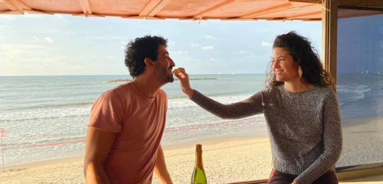 Tel Aviv oferă gratuit cabinele de salvamar pentru organizarea unor cine romantice